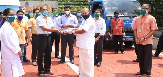 Shri S Vijayan Pillai, Director NPOL hands over DRDO's ready to eat kits to Hon'ble Minister for Agriculture, Kerala